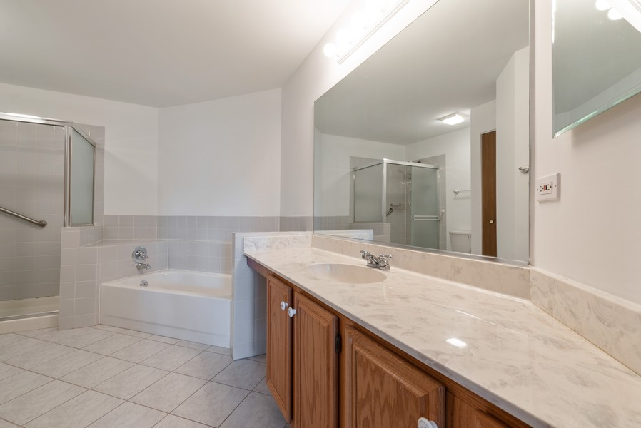 Real Estate Photography - 546 Portsmith Ct, Unit A, Crystal Lake, IL, 60014 - Master Bathroom