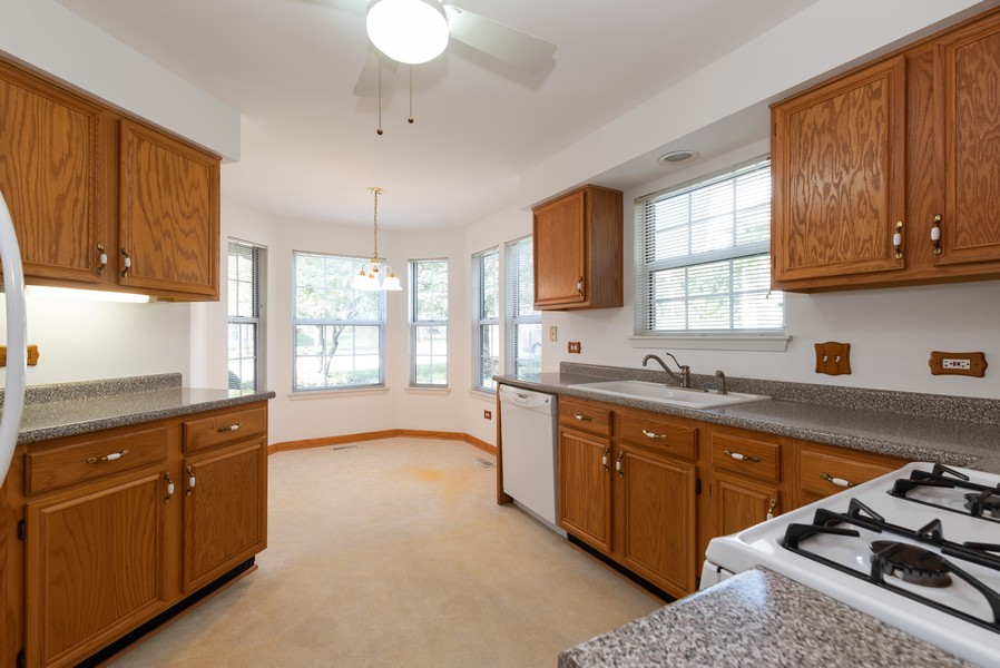 Real Estate Photography - 546 Portsmith Ct, Unit A, Crystal Lake, IL, 60014 - Kitchen