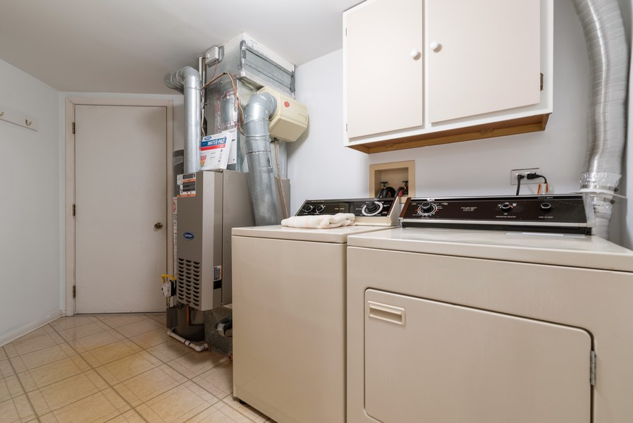 Real Estate Photography - 546 Portsmith Ct, Unit A, Crystal Lake, IL, 60014 - Laundry Room