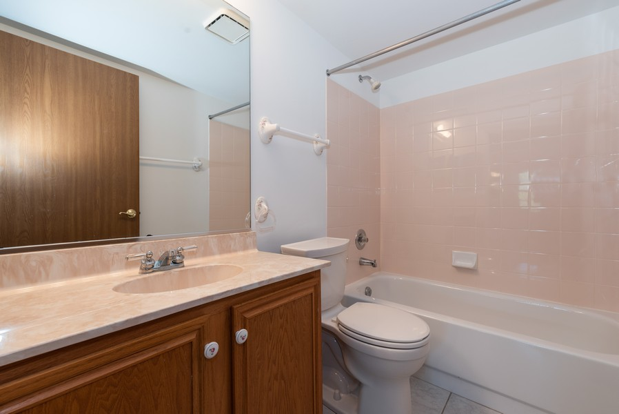 Real Estate Photography - 546 Portsmith Ct, Unit A, Crystal Lake, IL, 60014 - Bathroom