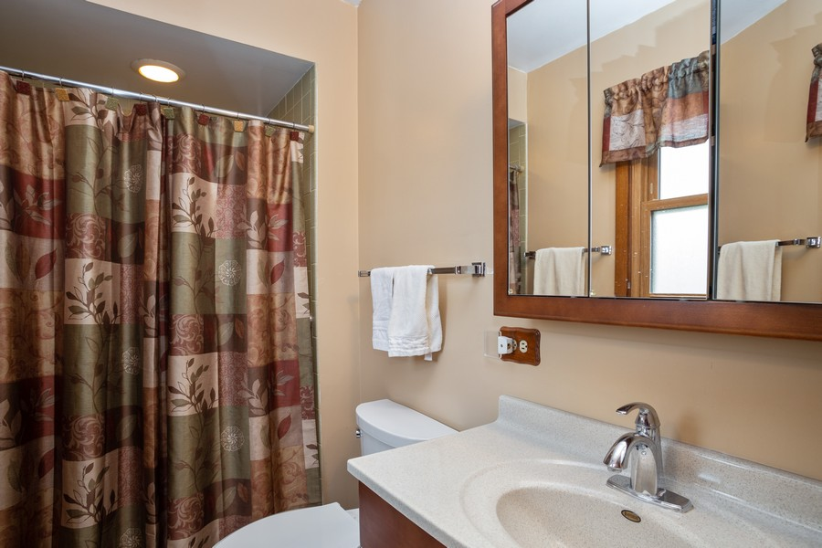 Real Estate Photography - 2938 s briarwood dr west, arlington hts, IL, 60005 - Master Bathroom