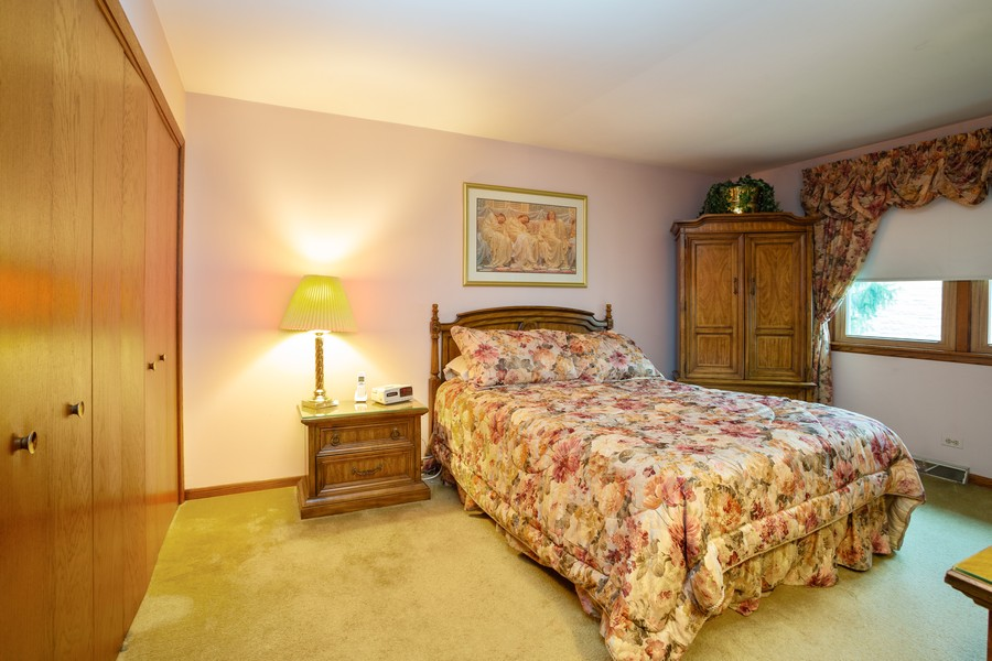 Real Estate Photography - 2938 s briarwood dr west, arlington hts, IL, 60005 - Master Bedroom