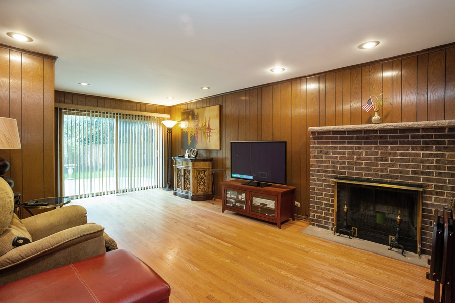 Real Estate Photography - 2938 s briarwood dr west, arlington hts, IL, 60005 - Family Room