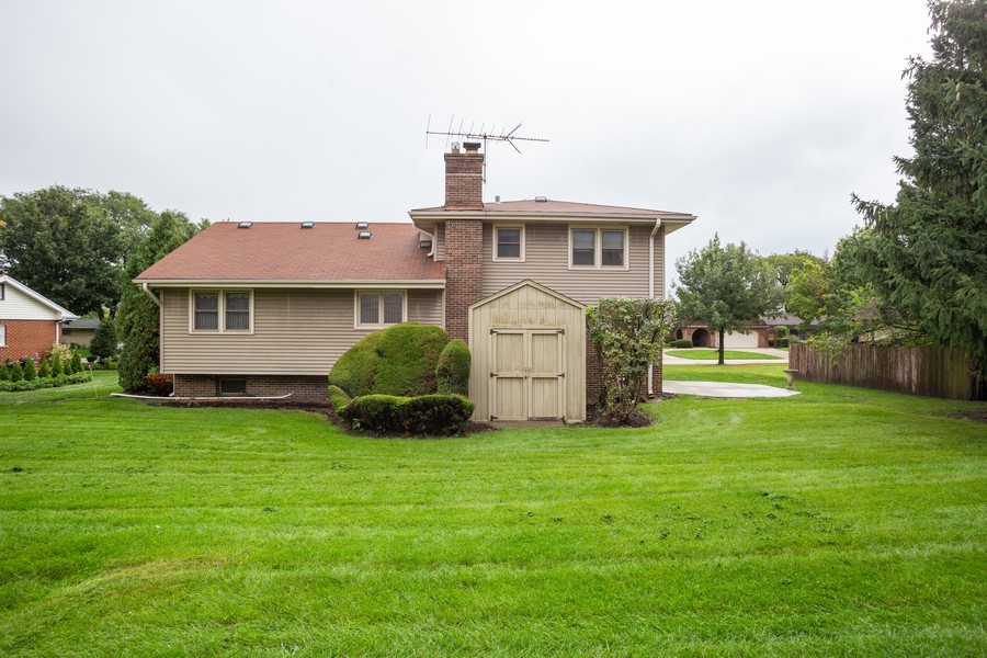 Real Estate Photography - 2938 s briarwood dr west, arlington hts, IL, 60005 - Rear View