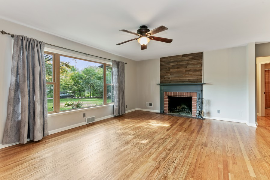 Real Estate Photography - 7404 Chesterfield Rd, Crystal Lake, IL, 60012 - Living Room