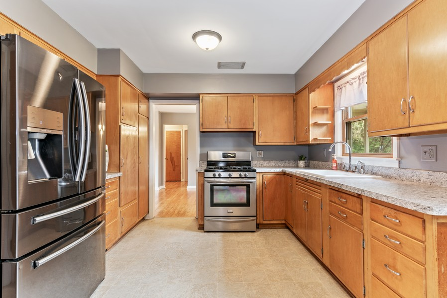 Real Estate Photography - 7404 Chesterfield Rd, Crystal Lake, IL, 60012 - Kitchen