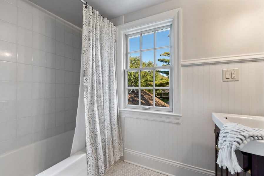 Real Estate Photography - 444 Crystal Court, Village Of Lakewood, IL, 60014 - 2nd Bathroom
