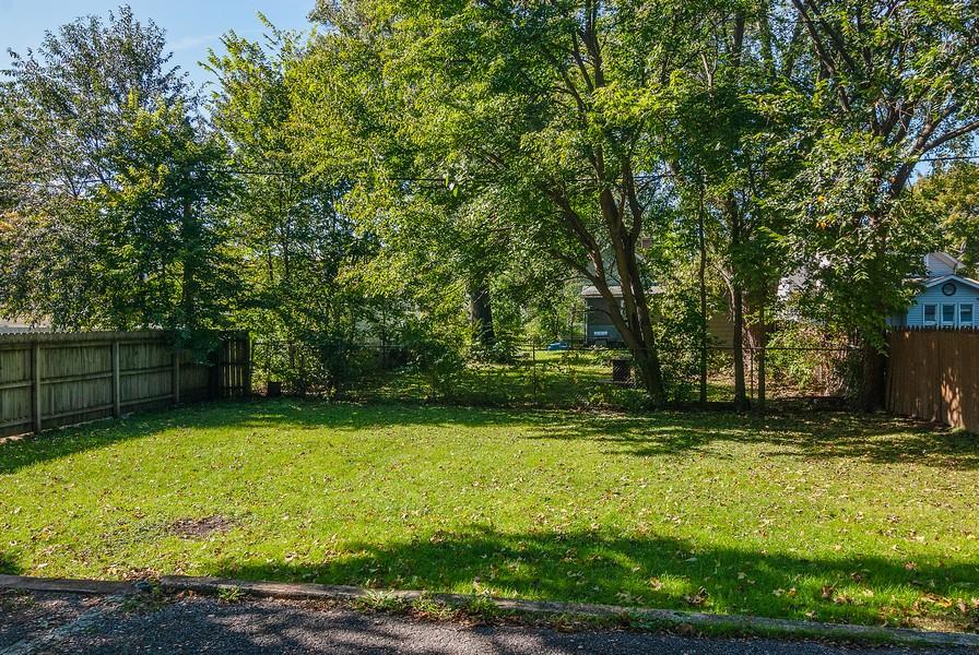Real Estate Photography - 520 Iowa Ave, Aurora, IL, 60506 - Back Yard