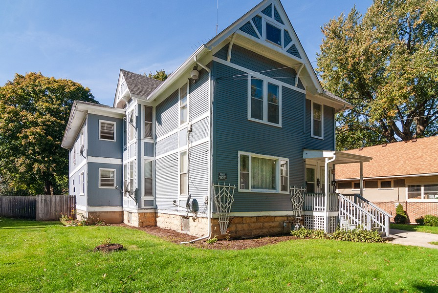 Real Estate Photography - 520 Iowa Ave, Aurora, IL, 60506 - Front View