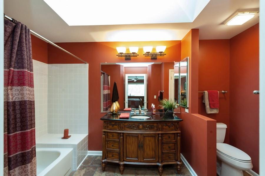 Real Estate Photography - 922 Longmeadow Ct, Lake Barrington, IL, 60010 - 2nd Bathroom