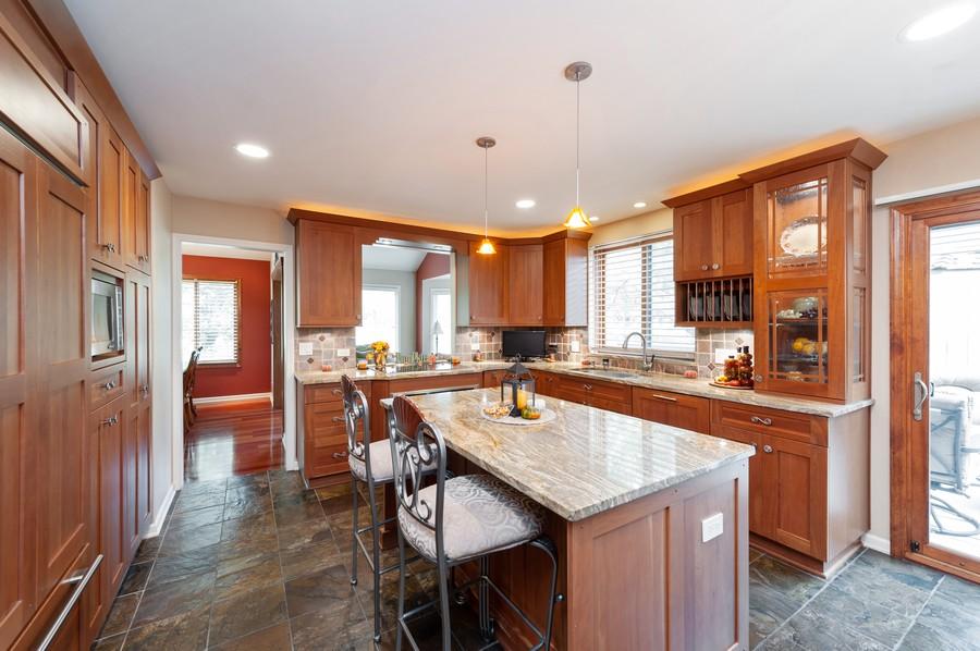 Real Estate Photography - 922 Longmeadow Ct, Lake Barrington, IL, 60010 - Kitchen