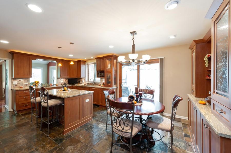 Real Estate Photography - 922 Longmeadow Ct, Lake Barrington, IL, 60010 - Dining Area