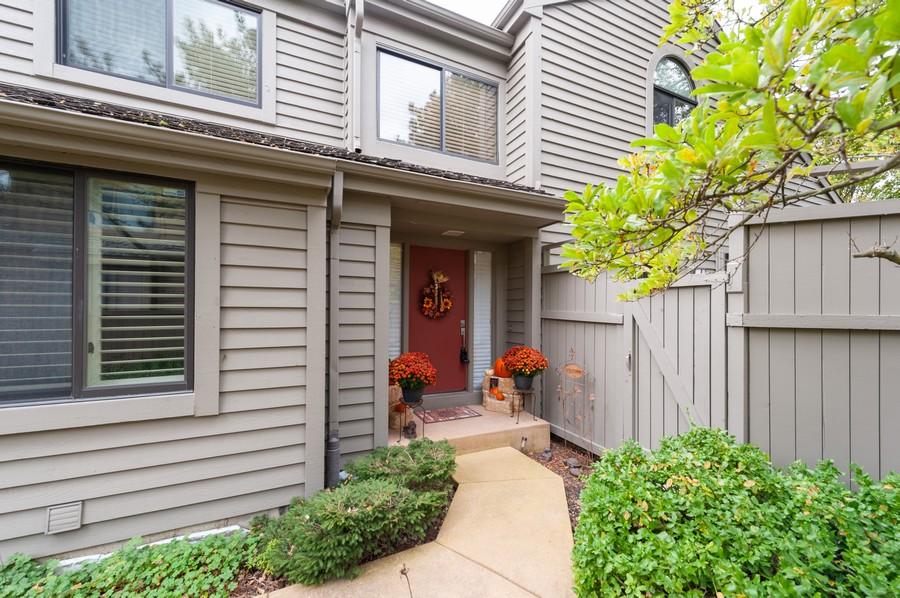 Real Estate Photography - 922 Longmeadow Ct, Lake Barrington, IL, 60010 - Front View