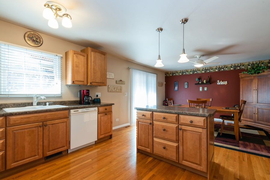 Real Estate Photography - 430 Summersweet Lane, Bartlett, IL, 60103 - Kitchen
