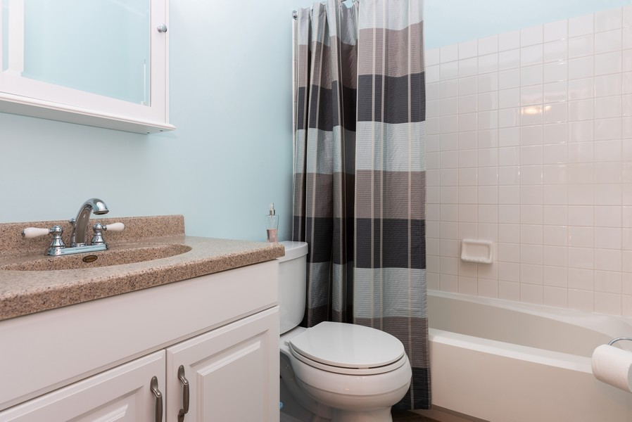Real Estate Photography - 430 Summersweet Lane, Bartlett, IL, 60103 - 2nd Bathroom
