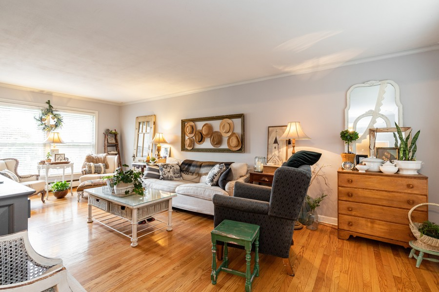 Real Estate Photography - 990 Blackburn St., Gurnee, IL, 60031 - Living Room