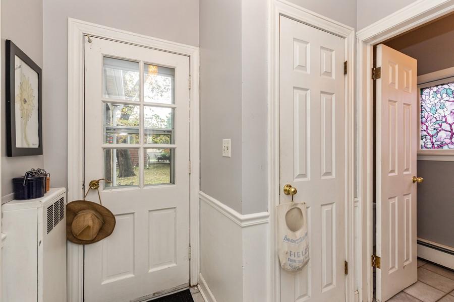 Real Estate Photography - 990 Blackburn St., Gurnee, IL, 60031 - Butler's pantry
