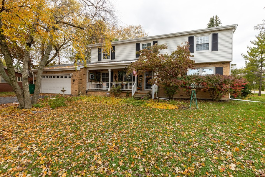 Real Estate Photography - 990 Blackburn St., Gurnee, IL, 60031 - Front View