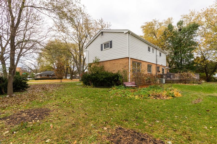 Real Estate Photography - 990 Blackburn St., Gurnee, IL, 60031 - Side View