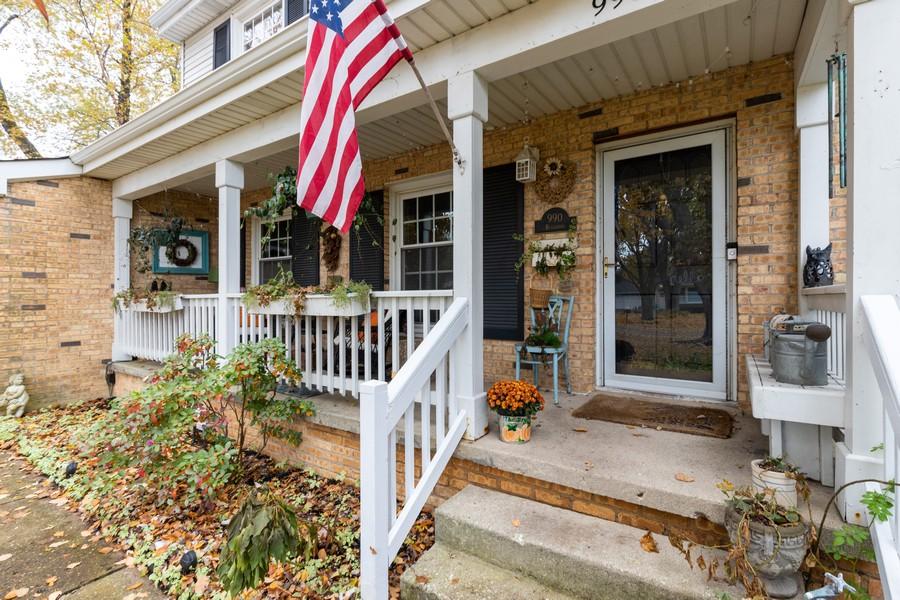 Real Estate Photography - 990 Blackburn St., Gurnee, IL, 60031 - Porch