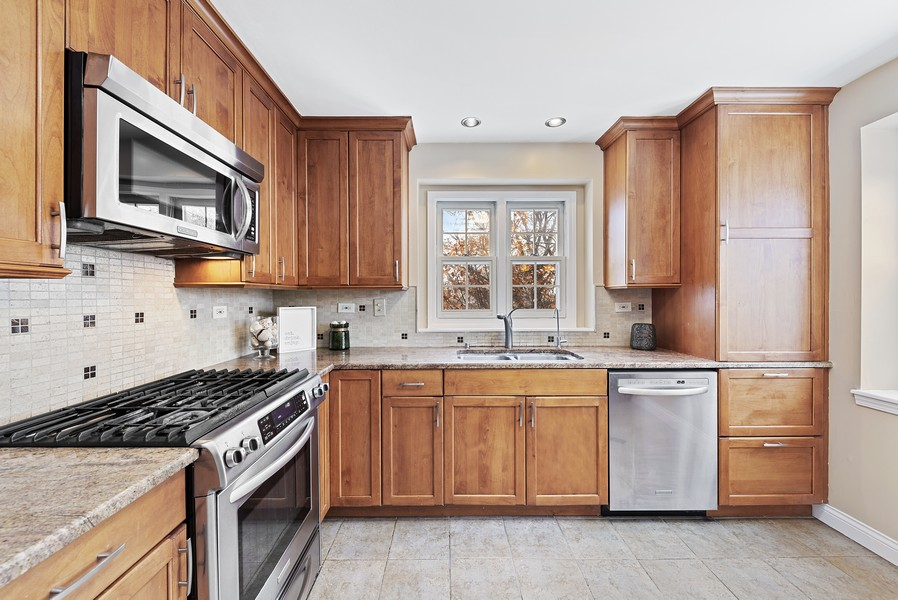 Real Estate Photography - 1023 Brentwood, Buffalo Grove, IL, 60089 - Kitchen