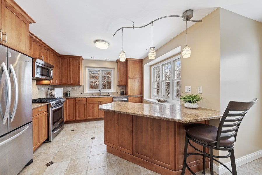 Real Estate Photography - 1023 Brentwood, Buffalo Grove, IL, 60089 - Kitchen / Breakfast Room