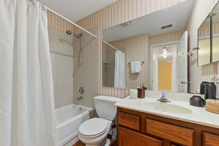 Real Estate Photography - 1023 Brentwood, Buffalo Grove, IL, 60089 - 2nd Bathroom