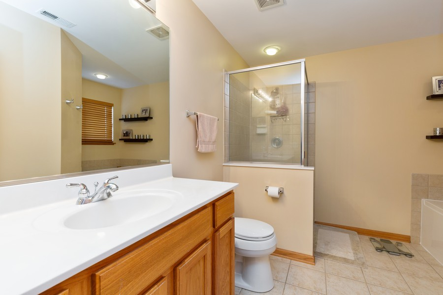 Real Estate Photography - 280 Copper Mountain Drive, Gilberts, IL, 60136 - Master Bathroom