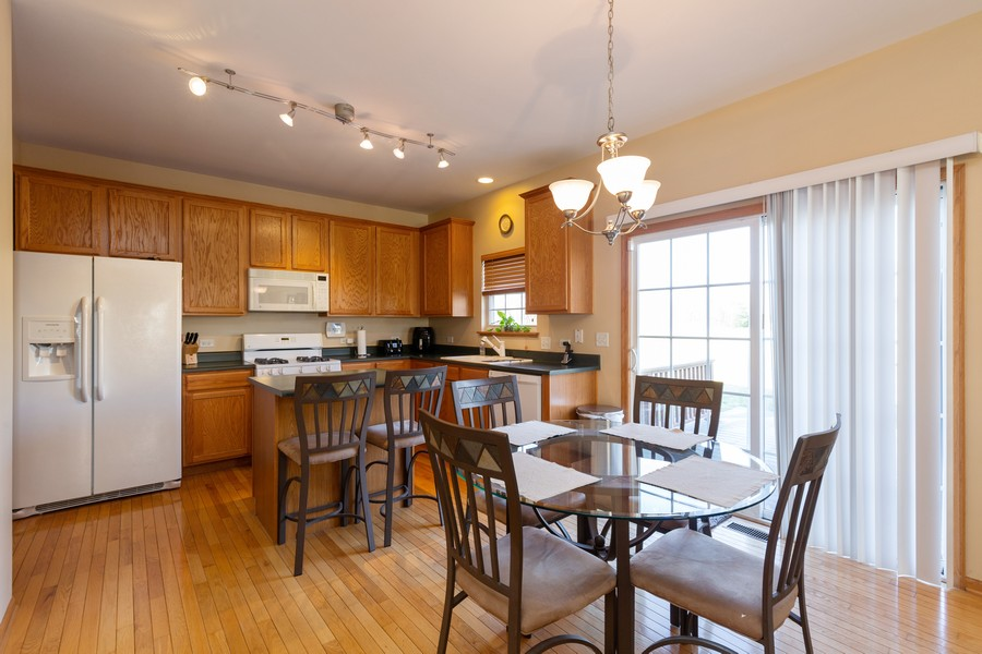 Real Estate Photography - 280 Copper Mountain Drive, Gilberts, IL, 60136 - Kitchen