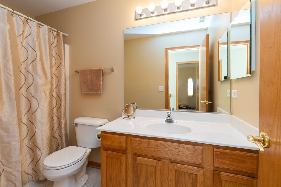 Real Estate Photography - 280 Copper Mountain Drive, Gilberts, IL, 60136 - Bathroom