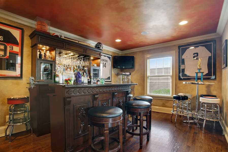 Real Estate Photography - 421 E Orchard, Arlington Heights, IL, 60005 - Bar