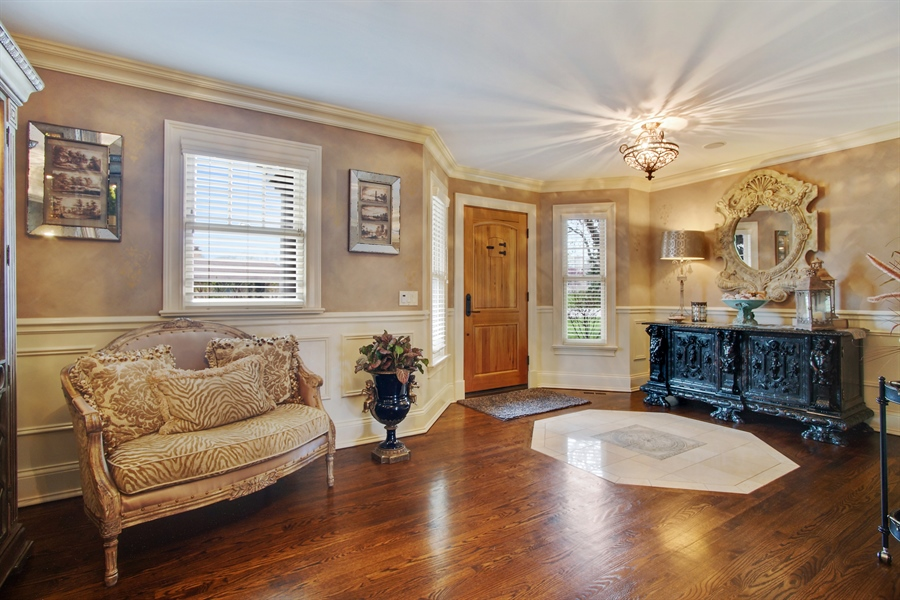 Real Estate Photography - 421 E Orchard, Arlington Heights, IL, 60005 - Entryway