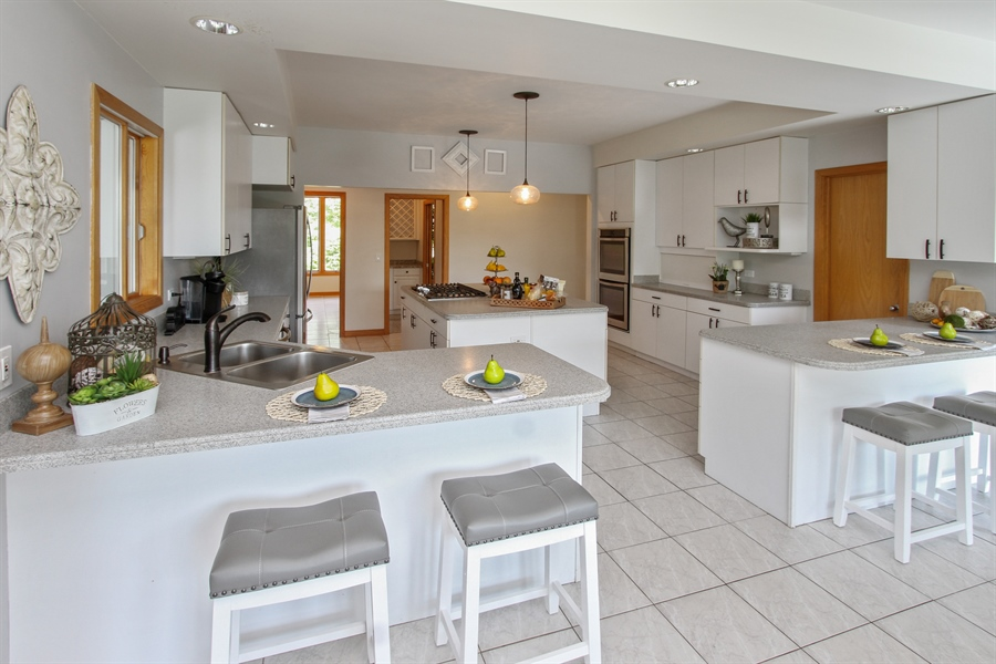 Real Estate Photography - 26636 N Longmeadow, Mundelein, Mundelein, IL, 60060 - Kitchen