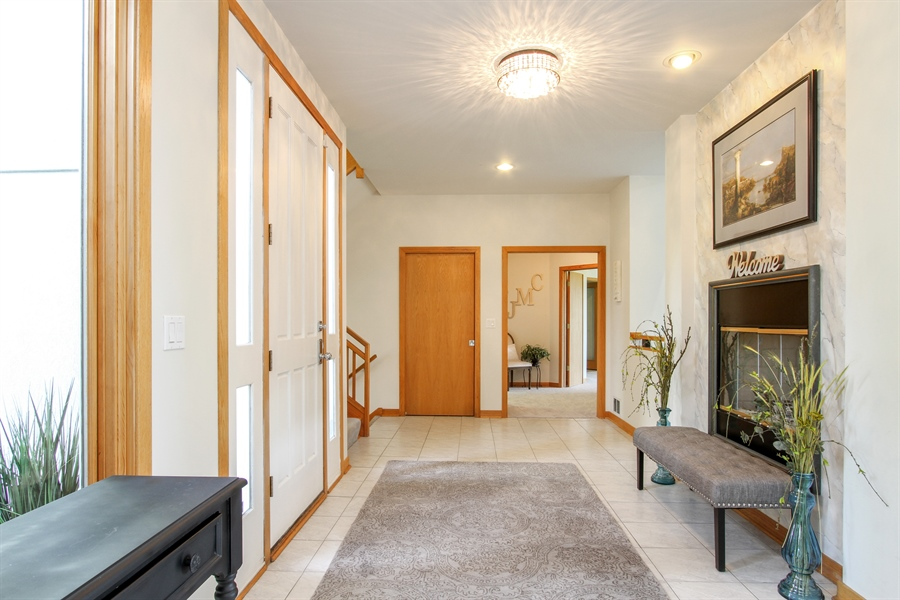 Real Estate Photography - 26636 N Longmeadow, Mundelein, Mundelein, IL, 60060 - Foyer