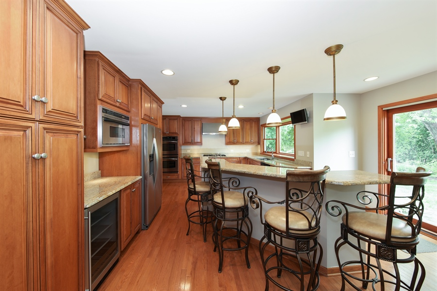 Real Estate Photography - 738 S Forest Dr, Barrington, IL, 60010 - Kitchen / Breakfast Room