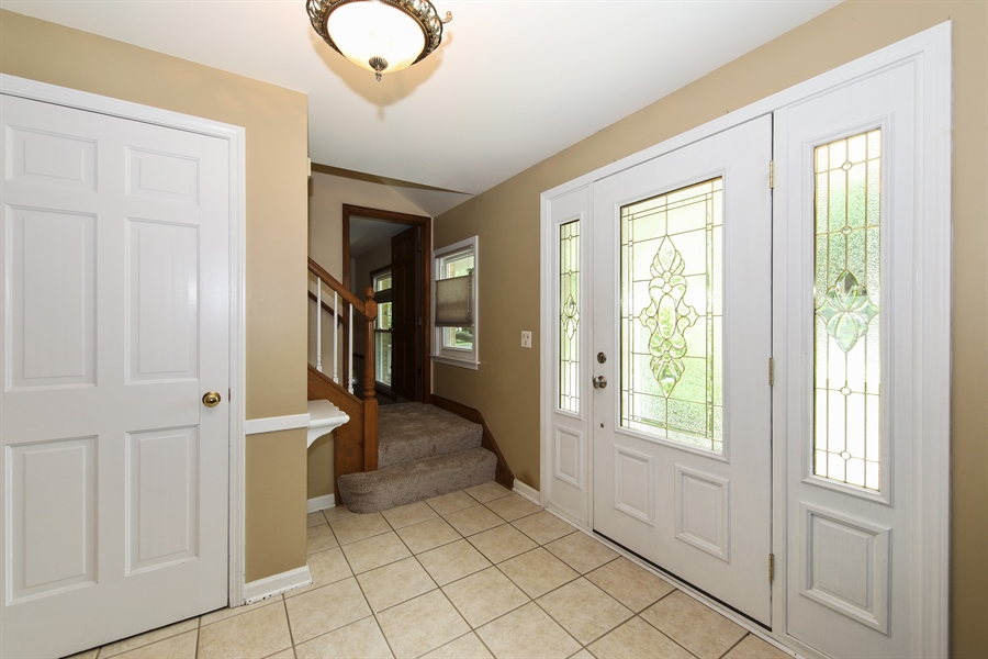 Real Estate Photography - 738 S Forest Dr, Barrington, IL, 60010 - Foyer