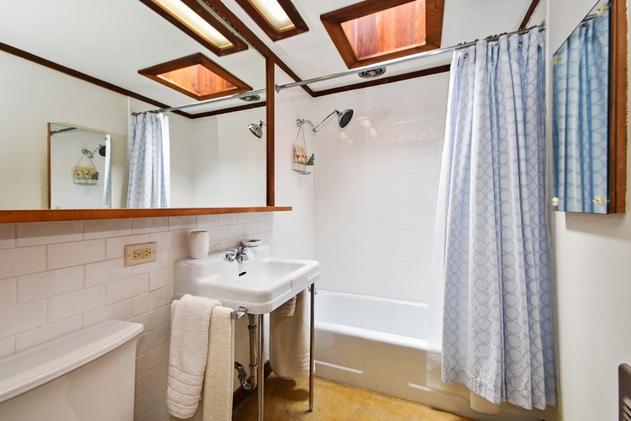 Real Estate Photography - 13 Graymoor Lane, Olympia Fields, IL, 60461 - 2nd Bathroom