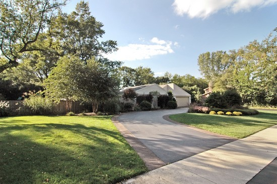 Real Estate Photography - 254 Red Oak Ln, Highland Park, IL, 60035 - Front View