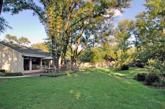 Real Estate Photography - 254 Red Oak Ln, Highland Park, IL, 60035 - Back Yard