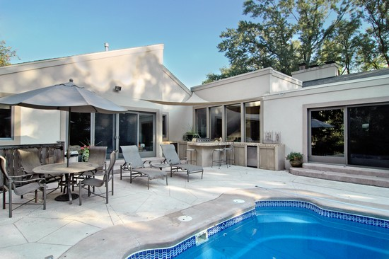 Real Estate Photography - 254 Red Oak Ln, Highland Park, IL, 60035 - Patio