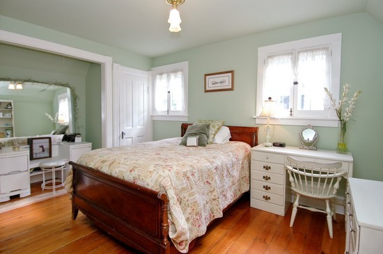 Real Estate Photography - 214 Oregon Avenue, West Dundee, IL, 60118 - Bedroom