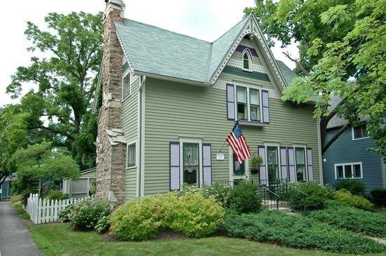 Real Estate Photography - 214 Oregon Avenue, West Dundee, IL, 60118 - Vintage Victorian Home