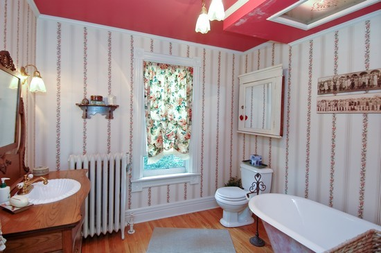 Real Estate Photography - 214 Oregon Avenue, West Dundee, IL, 60118 - Bathroom