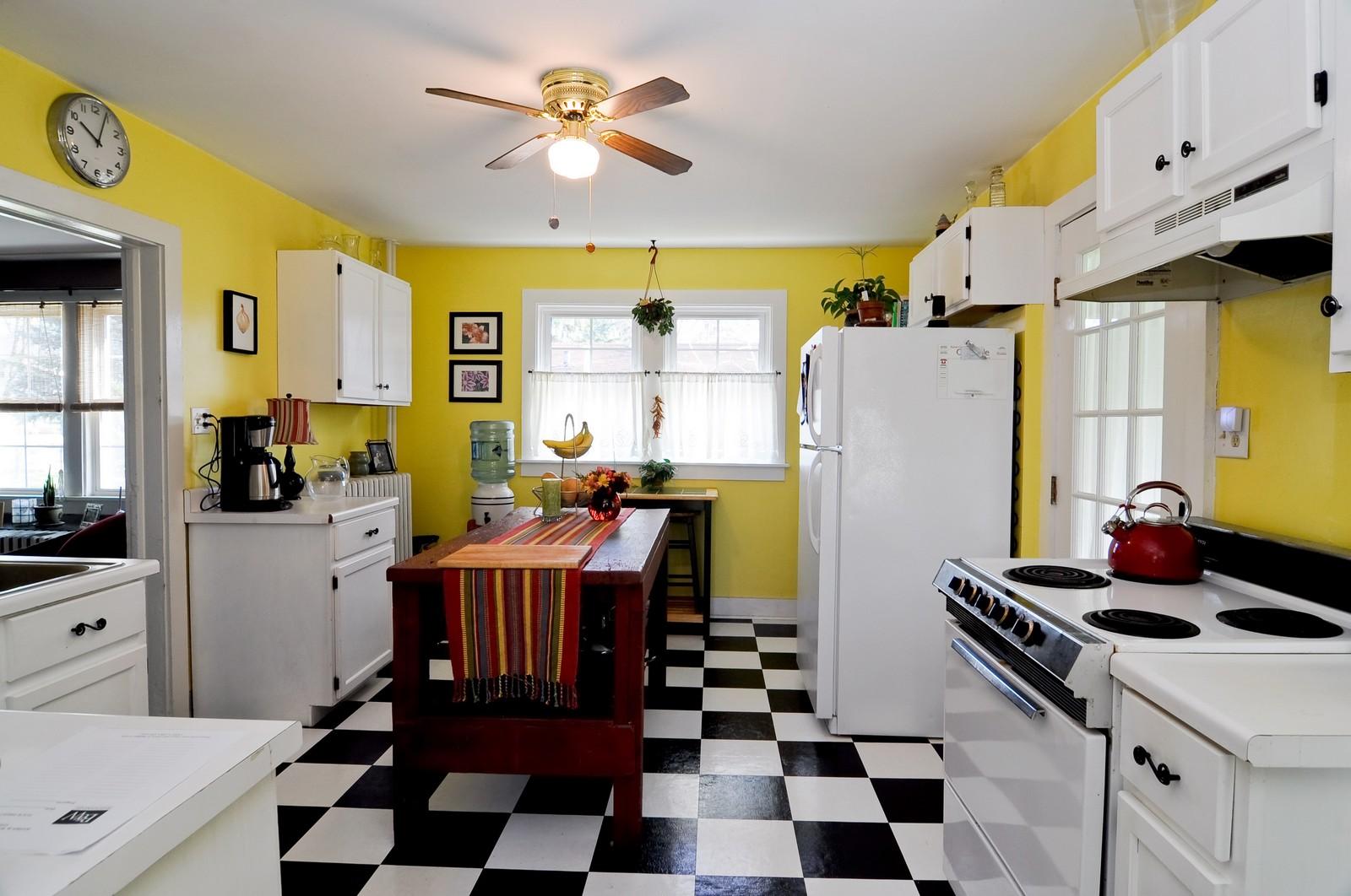 Real Estate Photography - 530 Wilson, Batavia, IL, 60510 - Kitchen