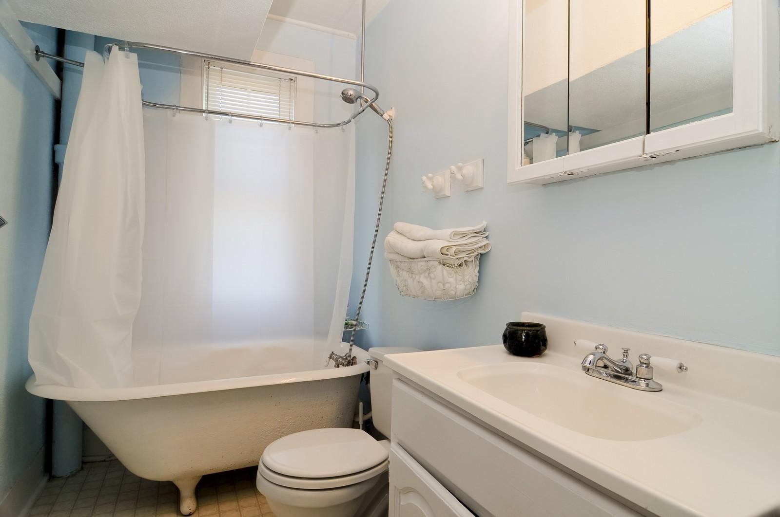 Real Estate Photography - 530 Wilson, Batavia, IL, 60510 - Bathroom