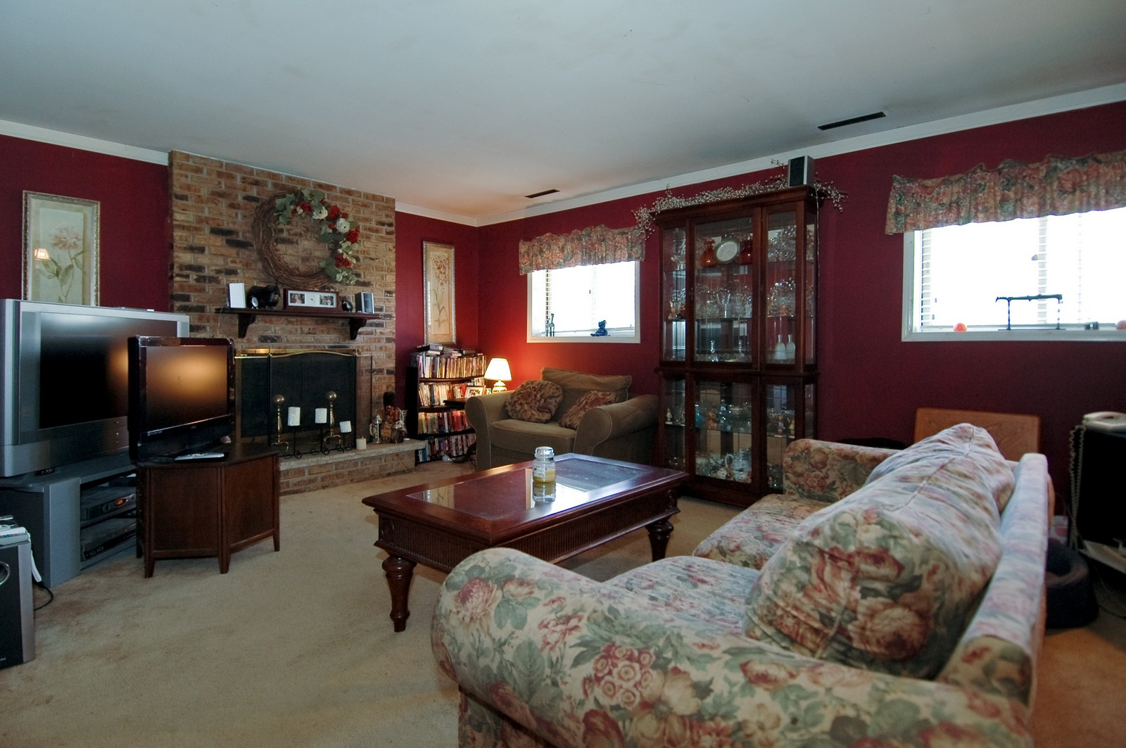Real Estate Photography - 927 Aberdeen Drive, Crystal Lake, IL, 60014 - Family Room
