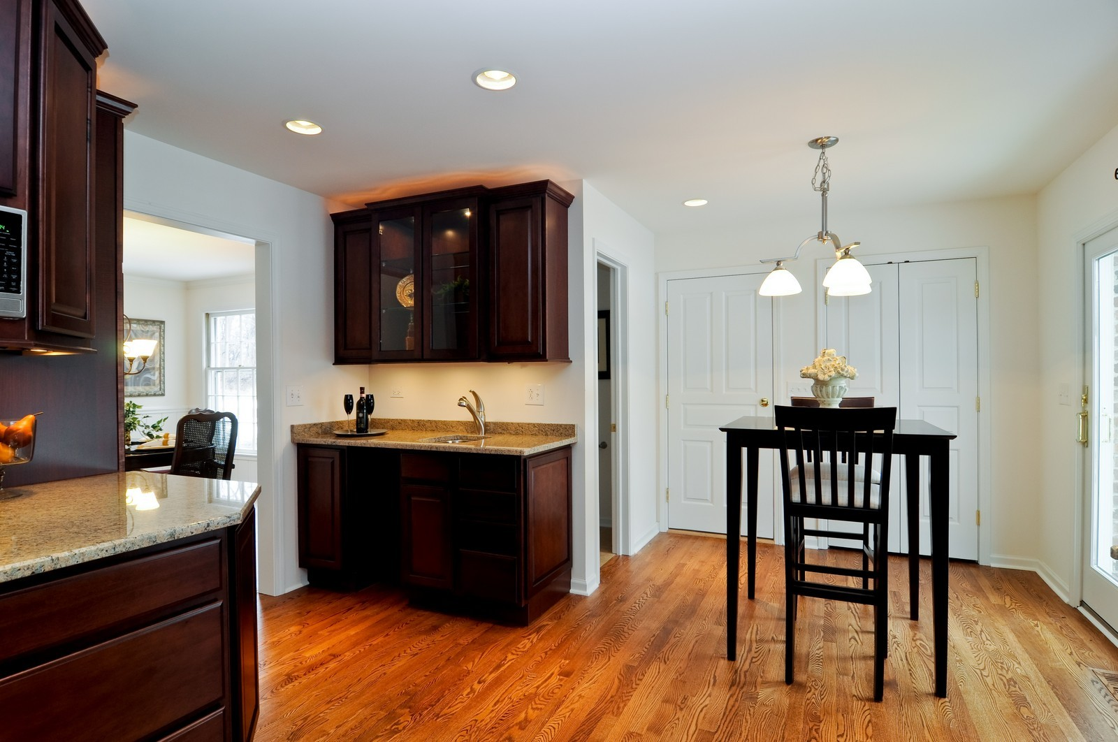 Real Estate Photography - 427 County Line Rd, Barrington Hills, IL, 60010 - Breakfast Nook