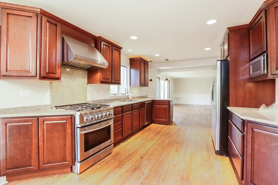 Real Estate Photography - 427 County Line Rd, Barrington Hills, IL, 60010 - Kitchen / Breakfast Room