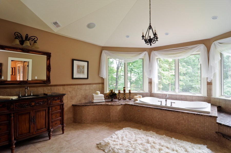 Real Estate Photography - 17 North Portshire Dr, Lincolnshire, IL, 60069 - Master Bathroom