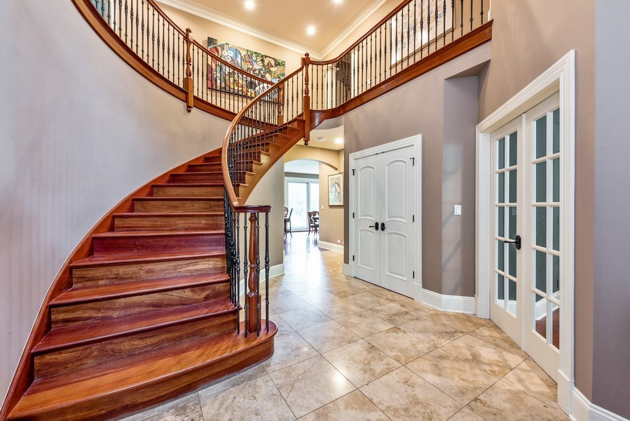 Real Estate Photography - 17 North Portshire Dr, Lincolnshire, IL, 60069 - Foyer
